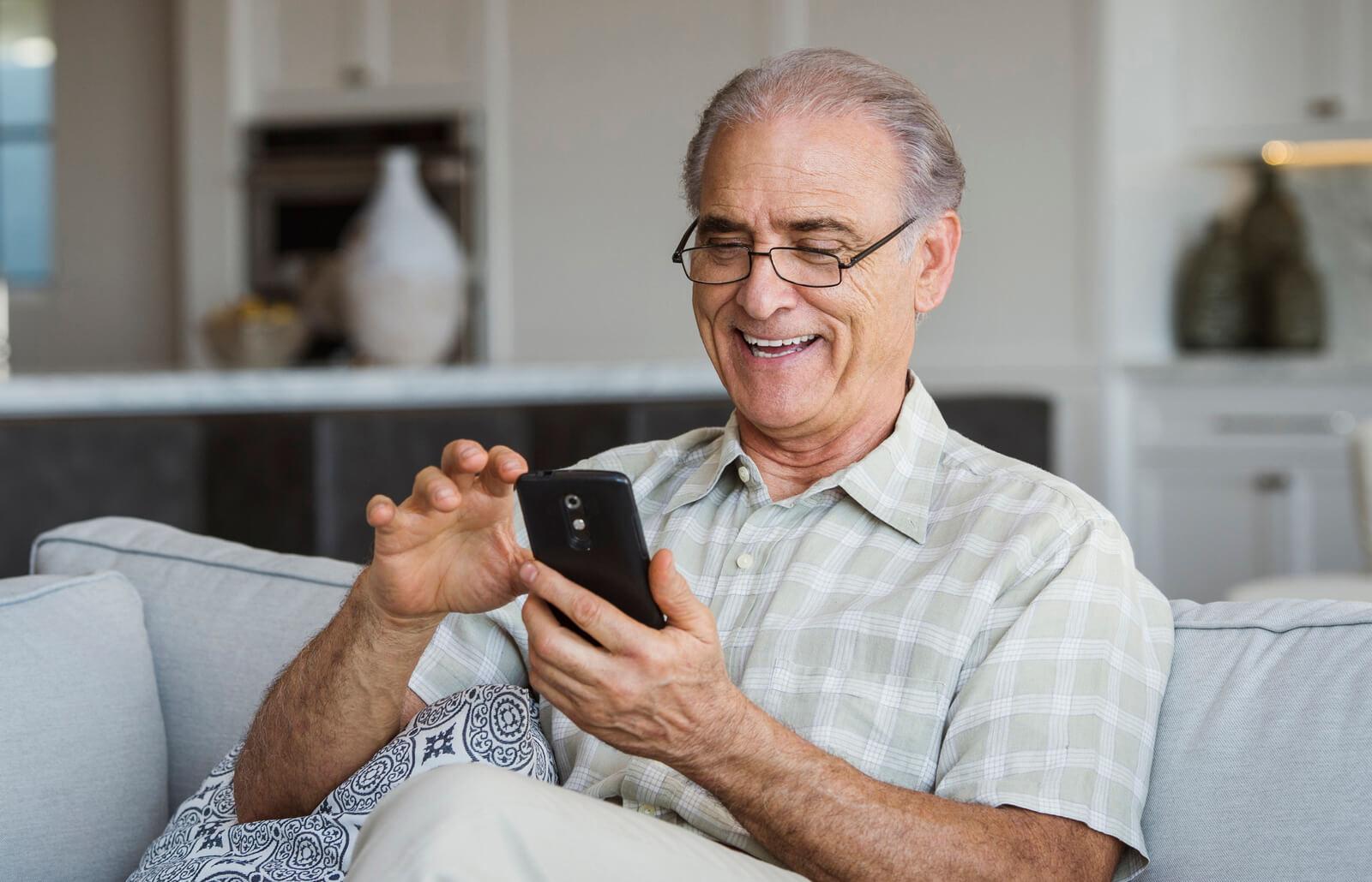 Okostelefon időseknek? Igen, megérkezett a Blaupunktól !